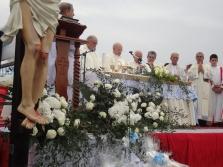 San Nicolò d'Arcidano: preghiera durante la messa – Foto di Sardegna Terra di Pace – Tutti i diritti riservati