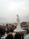 San Nicolò d'Arcidano: fedeli raccolti intorno alla statua della Madonna – Foto di Sardegna Terra di Pace – Tutti i diritti riservati