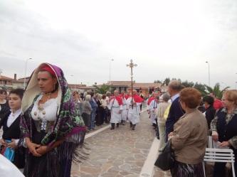 San Nicolò d'Arcidano: il Crocefisso in processione – Foto di Sardegna Terra di Pace – Tutti i diritti riservati