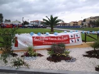 San Nicolò d'Arcidano: stendardo associazione – Foto di Sardegna Terra di Pace – Tutti i diritti riservati