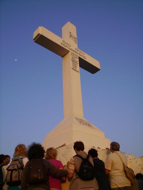 Medjugorje: pellegrini ai piedi della Croce sul Križevac - Foto di Sardegna Terra di Pace - Tutti i diritti riservati
