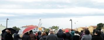 San Nicolò d'Arcidano: pellegrini presso piazza Regina della Pace – Foto di Sardegna Terra di Pace – Tutti i diritti riservati