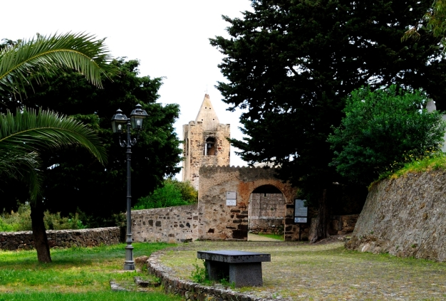 Galtellì: ingresso della Cattedrale di San Pietro - Foto di Sardegna Terra di Pace - Tutti i diritti riservati