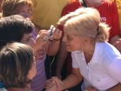 Apparizione 2 Agosto 2013: Mirjana saluta i pellegrini (1) – Foto di Gospodine – Tutti i diritti riservati