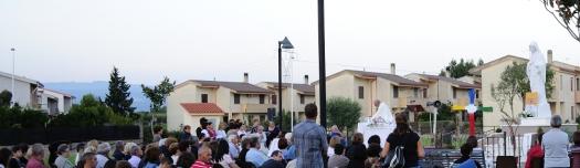 San Nicolò d'Arcidano: fedeli durante la Santa Messa (2) - Foto di Sardegna Terra di Pace - Tutti i diritti riservati