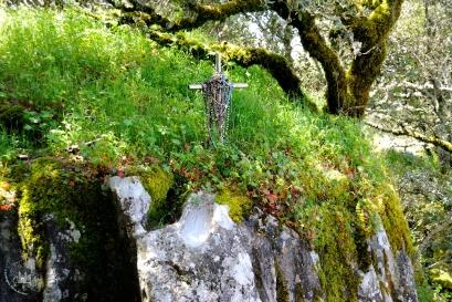 Gonare: pietra con incavo dove la Madonna, secondo la tradizione, ha poggiato la mano - Foto di Sardegna Terra di Pace - Tutti i diritti riservati