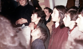 I veggenti durante l'apparizione (2) – Foto di Sardegna Terra di Pace – Tutti i diritti riservati