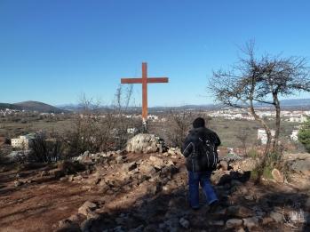Medjugorje: Croce nel luogo dell'apparizione del 26 Giugno 1981 – Foto di Sardegna Terra di Pace – Tutti i diritti riservati
