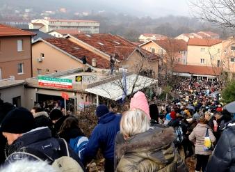 Medjugorje: discesa dalla Croce Blu dopo l'apparizione – Foto di Sardegna Terra di Pace – Tutti i diritti riservati