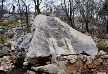 Medjugorje: luogo della morte di padre Slavko Barbarić sul monte Križevac – Foto di Sardegna Terra di Pace – Tutti i diritti riservati