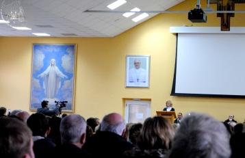 Medjugorje: testimonianza di Marija nel salone Giovanni Paolo II – Foto di Sardegna Terra di Pace – Tutti i diritti riservati