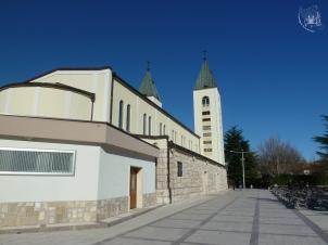 Medjugorje: veduta dal retro della Chiesa di S. Giacomo Apostolo (3) – Foto di Sardegna Terra di Pace – Tutti i diritti riservati