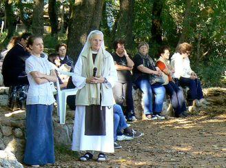 Suor Emmanuel durante un pomeriggio di meditazione e preghiera davanti a pellegrini italiani ed ungheresi - Foto di Llorenzi - Tutti i diritti riservati
