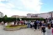 Medjugorje, Agosto 2014: pellegrini sardi nella piazza antistante la Chiesa di San Giacomo Apostolo – Foto di Sardegna Terra di Pace – Tutti i diritti riservati