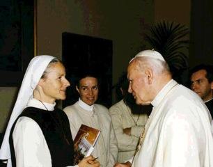 Roma, 16 Novembre 1996: Suor Emmanuel visita papa Giovanni Paolo II - Foto di Children of Medjugorje - Tutti i diritti riservati