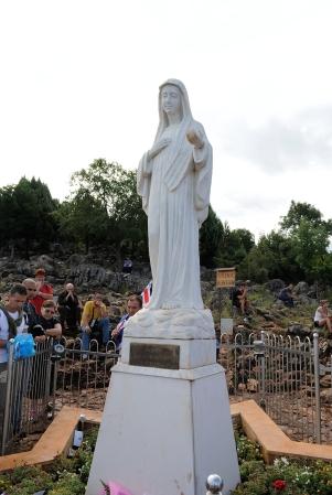 Medjugorje: statua della Regina della Pace sul Podbrdo – Foto di Sardegna Terra di Pace – Tutti i diritti riservati
