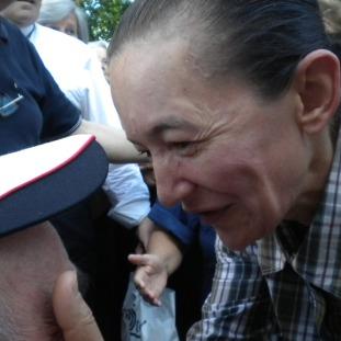 Medjugorje, 2 Maggio 2011: la carezza di Vicka - Foto di Gospodine - Tutti i diritti riservati