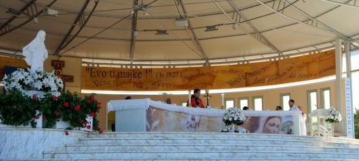 Medjugorje, Esaltazione della Croce 2014: altare esterno della Chiesa di San Giacomo - Foto di Sardegna Terra di Pace - Tutti i diritti riservati