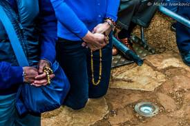 Dettaglio del rosario di Mirjana durante l'apparizione del 2 Ottobre 2014 - Foto di Mateo Ivanković – Tutti i diritti riservati