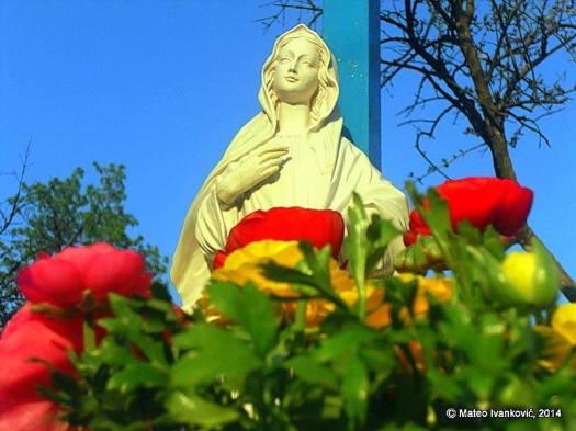 Medjugorje: dettaglio Gospa sotto la Croce Blu - Foto di Mateo Ivanković – Tutti i diritti riservati