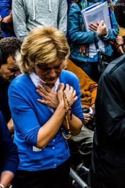 Mirjana in raccoglimento durante l'apparizione del 2 Ottobre 2014 (2) - Foto di Mateo Ivanković – Tutti i diritti riservati
