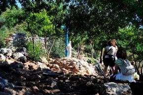 Medjugorje, Esaltazione della Croce 2014: statua vicino alla Croce Blu – Foto di Sardegna Terra di Pace – Tutti i diritti riservati