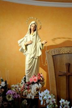 Medjugorje, Esaltazione della Croce 2014: statua della Regina della pace che si trova nella Cappella del veggente Ivan – Foto di Sardegna Terra di Pace – Tutti i diritti riservati