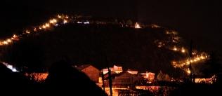 Medjugorje, Esaltazione della Croce 2014: veduta notturna del Podbrdo (2) – Foto di Sardegna Terra di Pace – Tutti i diritti riservati