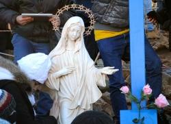 Medjugorje, Capodanno 2015: statua della Regina della Pace presso la Croce Blu (5) – Foto di Sardegna Terra di pace – Tutti i diritti riservati
