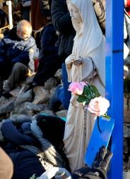 Medjugorje, Capodanno 2015: statua della Regina della Pace presso la Croce Blu (4) – Foto di Sardegna Terra di pace – Tutti i diritti riservati