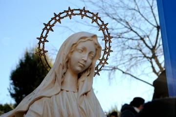 Medjugorje, Capodanno 2015: statua della Regina della Pace presso la Croce Blu (1) – Foto di Sardegna Terra di pace – Tutti i diritti riservati