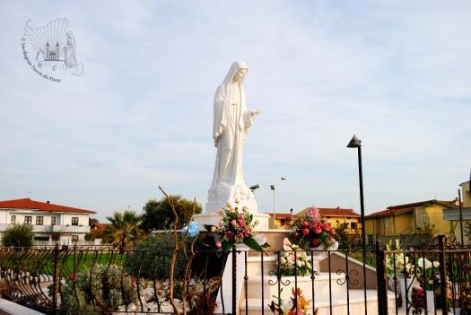 San Nicolò d'Arcidano: piazza Regina della Pace – Foto di Sardegna Terra di Pace – Tutti i diritti riservati