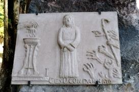 San Pietro di Sorres: Formella della Via Crucis – Foto di Sardegna Terra di Pace – Tutti i diritti riservati