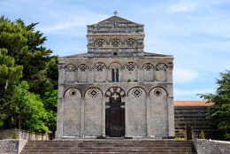 Basilica San Pietro di Sorres: Veduta esterna della Chiesa (2) – Foto di Sardegna Terra di Pace – Tutti i diritti riservati