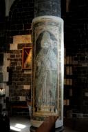 Basilica Nostra Signora del Regno: Una delle sedici colonne affrescate (2) – Foto di Sardegna Terra di Pace – Tutti i diritti riservati