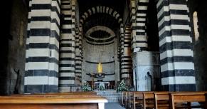 Basilica San Pietro di Sorres: Interno della Basilica (2) – Foto di Sardegna Terra di Pace – Tutti i diritti riservati