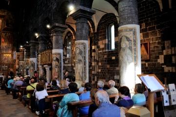 Basilica Nostra Signora del Regno: Interno della Chiesa – Foto di Sardegna Terra di Pace – Tutti i diritti riservati
