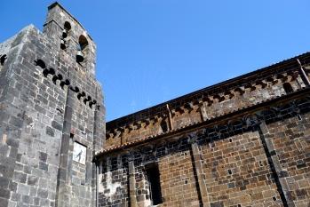 Nostra Signora del Regno: Particolare dell'esterno della Basilica – Foto di Sardegna Terra di Pace – Tutti i diritti riservati