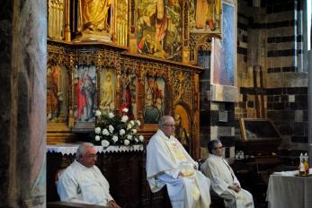 Basilica Nostra Signora del Regno: Un momento della Santa Messa (2) – Foto di Sardegna Terra di Pace – Tutti i diritti riservati