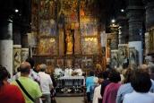 Basilica Nostra Signora del Regno: Un momento della Santa Messa (4) – Foto di Sardegna Terra di Pace – Tutti i diritti riservati