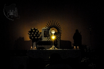 Medjugorje, Anniversario 2015: Adorazione Eucaristica – Foto di Sardegna Terra di Pace – Tutti i diritti riservati
