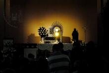 Medjugorje, Anniversario 2015: Adorazione Eucaristica (4) – Foto di Sardegna Terra di Pace – Tutti i diritti riservati
