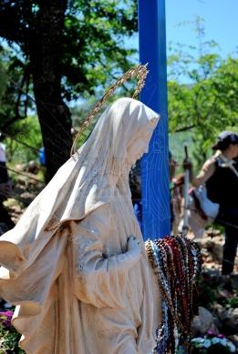 Medjugorje, Anniversario 2015: statua presso la Croce Blu (2) – Foto di Sardegna Terra di Pace – Tutti i diritti riservati