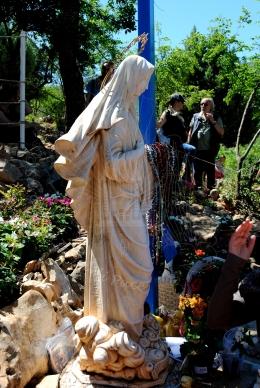 Medjugorje, Anniversario 2015: statua presso la Croce Blu – Foto di Sardegna Terra di Pace – Tutti i diritti riservati