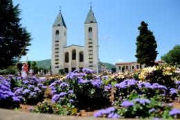 Medjugorje, Anniversario 2015: Parrocchia di San Giacomo e fiori (2) - Foto di Sardegna Terra di Pace - Tutti i diritti riservati