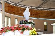 Medjugorje, Anniversario 2015: statua presso l'Altare esterno – Foto di Sardegna Terra di Pace – Tutti i diritti riservati