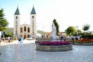 Medjugorje, Anniversario 2015: piazza della Chiesa di san Giacomo Apostolo – Foto di Sardegna Terra di Pace – Tutti i diritti riservati