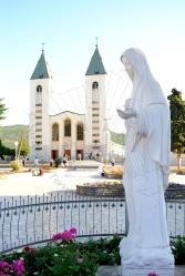 Medjugorje, Anniversario 2015: statua della Regina della Pace (2) – Foto di Sardegna Terra di Pace – Tutti i diritti riservati