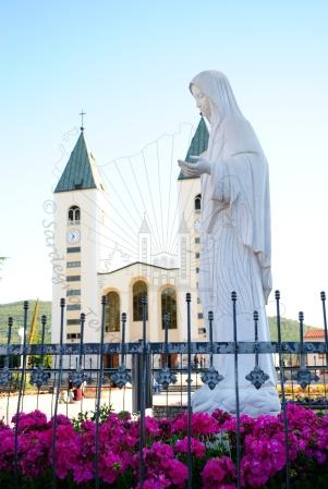 Medjugorje, Anniversario 2015: statua della Regina della Pace– Foto di Sardegna Terra di Pace – Tutti i diritti riservati