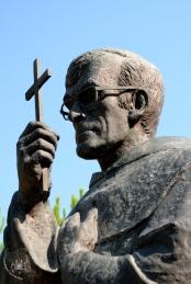 Medjugorje, Mladifest 2015: Statua padre Slavko Barbaric – Foto di Sardegna Terra di pace – Tutti i diritti riservati